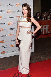Anna Kendrick amped up the modern-glam vibe with a silver box clutch by Lee Savage.