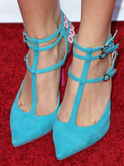 Bella Thorne hit the Hollywood Hot List red carpet wearing a fun and stylish pair of strappy aqua pumps by Sophia Webster.