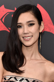 Tao Okamoto opted for a simple, demure side sweep when she attended the 'Batman v Superman' premiere.