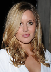 Caggie Dunlop wore her tresses down and had the ends mildly curled for the Huawei event.