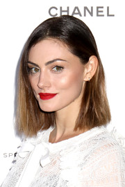 Phoebe Tonkin lit up her face with some bright red lipstick.