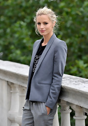 Laura looks ultra chic in this slim fitting gray blazer.