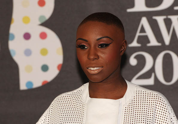 Laura Mvula Clothes