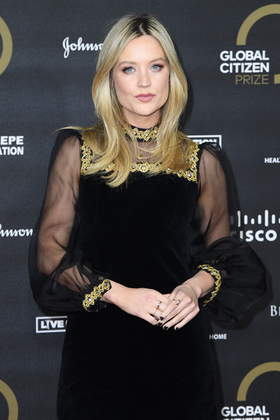 Laura Whitmore Dark Nail Polish [little black dress,dress,blond,long hair,brown hair,fashion accessory,premiere,layered hair,style,red carpet arrivals,laura whitmore,global citizen prize,london,england,royal albert hall]