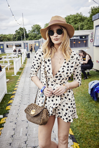 Laura Whitmore Printed Shoulder Bag [white,clothing,street fashion,eyewear,fashion,yellow,sunglasses,shoulder,lady,snapshot,laura whitmore,handout image,ray-ban studios,victoria park,united kindom,london,ray ban studios,ray-ban,all points east festival]