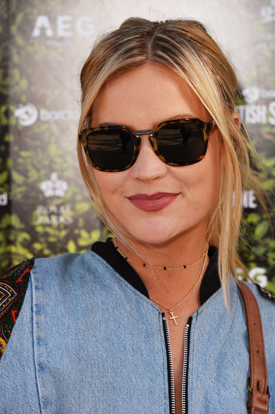 Laura Whitmore Loose Ponytail [eyewear,sunglasses,hair,face,cool,hairstyle,glasses,blond,vision care,aviator sunglass,justin bieber,laura whitmore,hyde park,london,england,barclaycard,british summer time]
