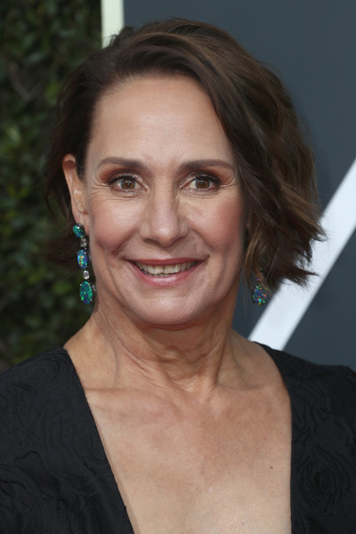 Laurie Metcalf Short Wavy Cut [golden globe awards,hair,face,hairstyle,eyebrow,chin,forehead,smile,lip,blond,brown hair,arrivals,laurie metcalf,actor,voice actor,lady bird,hair,hairstyle,comedy,annual golden globe awards,laurie metcalf,75th golden globe awards,lady bird,actor,voice actor,photograph,just jared,golden globe award for best motion picture \u2013 musical or comedy]