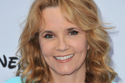 Lea Thompson Long Wavy Cut