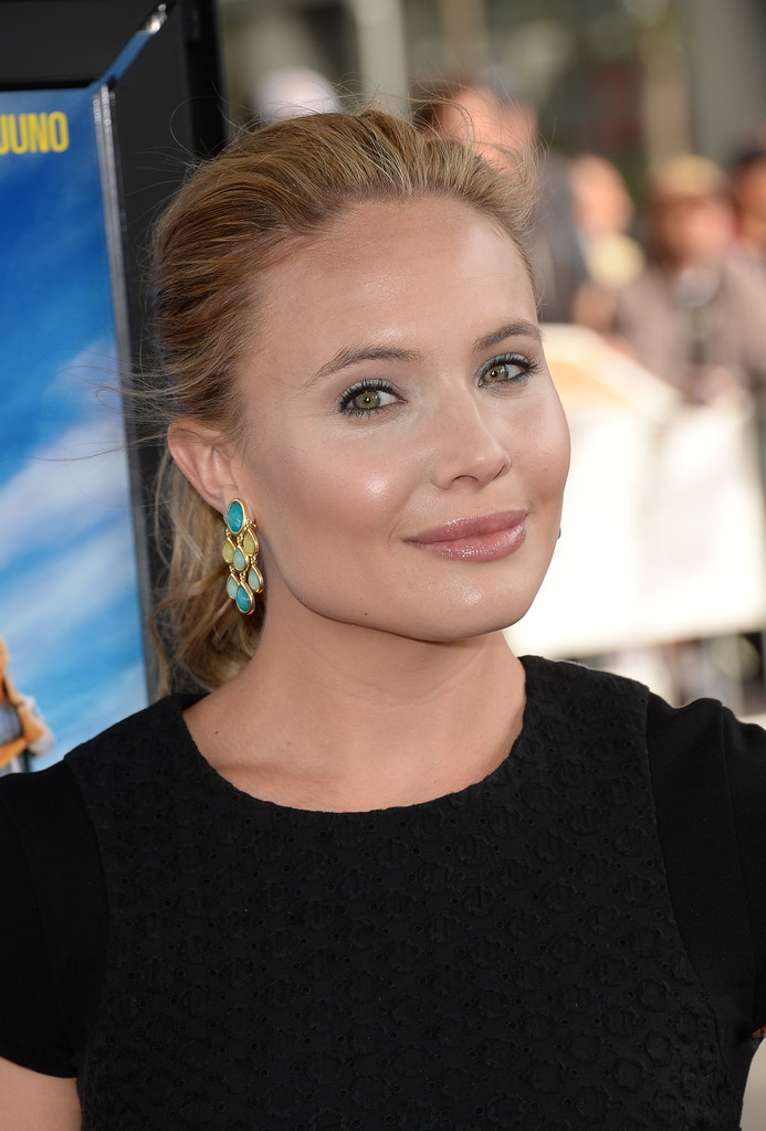 Leah Pipes swept her hair back in a soft ponytail for the Los Angeles Film Festival - Leah%2BPipes%2BLong%2BHairstyles%2BPonytail%2BGG5zphhixyyx