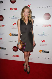 LeAnn Rimes finished off her sizzling gray attire with Fendi mesh-covered suede pumps with delicate ankle straps.