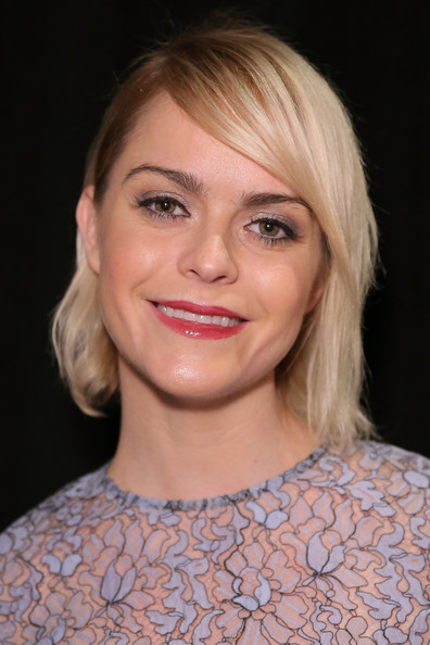 Taryn Manning wore her hair in a short side-parted style at the Lela Rose Spring 2015 show.