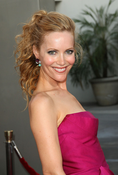 Actress Leslie Mann arrives at the premiere Of Universal Pictures'