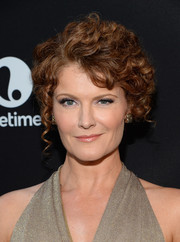 Rebecca Wisocky looked adorable with her pinned-up ringlets at the premiere of 'Devious Maids' season 4.