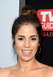 Ana Ortiz pulled her hair up into a casual top knot for the premiere of 'Devious Maids' season 4.