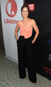 Ana Ortiz looked effortlessly stylish at the premiere of 'Devious Maids' season 4 in a strapless two-tone jumpsuit with a knotted bodice.