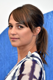 Alicia Vikander styled her hair into a ponytail with a teased crown and parted bangs for the 'Light Between Oceans' photocall.