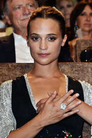 Alicia Vikander showed off a huge diamond ring at the Venice Film Festival premiere of 'The Light Between Oceans.'