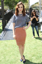 Lily tucked her shimmery gray top into her knit pencil skirt for a carefree look.