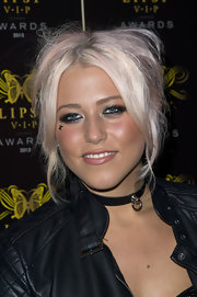 Amelia Lily stuck to her rocker style with this bedhead type 'do.