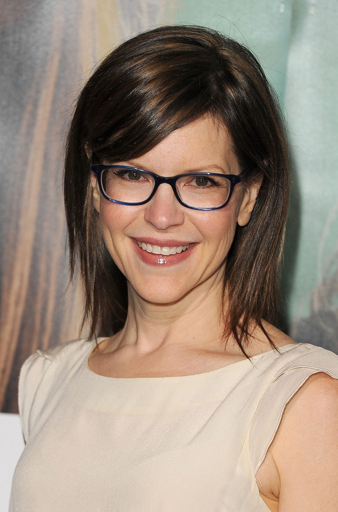 Lisa Loeb Medium Layered Cut Shoulder Length Hairstyles
