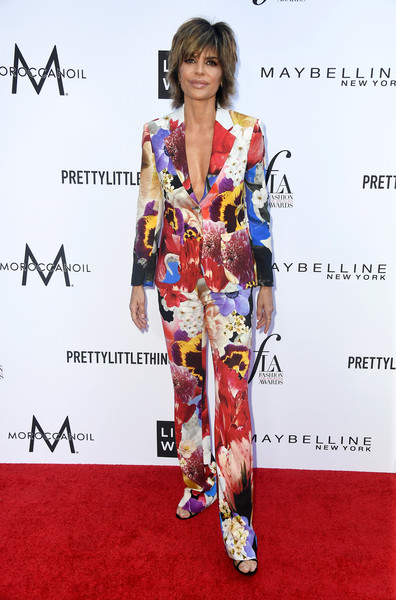 Lisa Rinna Pantsuit [red carpet,clothing,carpet,hairstyle,footwear,fashion,kimono,costume,fashion model,flooring,arrivals,lisa rinna,beverly hills hotel,california,daily front row,the daily front row,4th annual fashion los angeles awards]