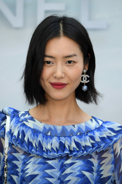 Liu Wen Bob [hair,hairstyle,face,black hair,eyebrow,lady,beauty,skin,electric blue,chin,chanel haute couture fall winter 2018,liu wen,front row,part,paris,france,chanel,paris fashion week,show]