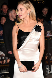Sienna Miller attended the London premiere of 'Live by Night' wearing a lovely diamond bracelet by Messika.