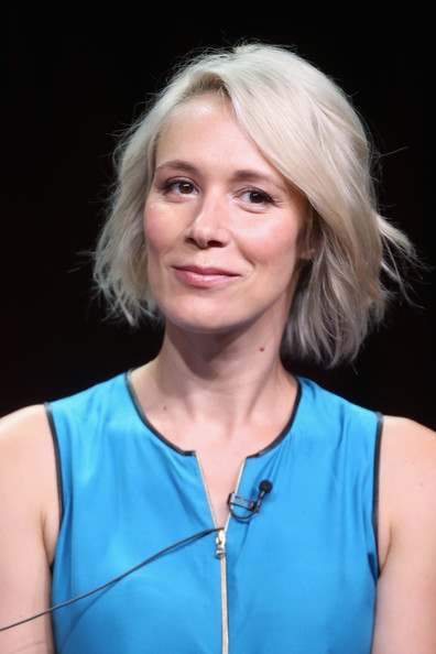 Liza Weil Bob [how to get away with murder,hair,face,blond,hairstyle,chin,beauty,electric blue,portrait,smile,surfer hair,liza weil,panel,the beverly hilton hotel,beverly hills,california,tca,disney,abc television group,portion]
