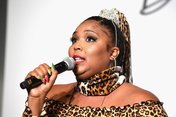 Lizzo Patterned Scarf [singing,music artist,singer,lip,performance,performing arts,microphone,music,event,talent show,thecurvycon,new york city,dia co,lizzo]