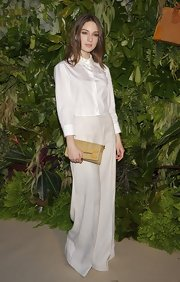 Maria Valverde paired beige wide-leg pants with her cropped white button-down for a sophisticated finish.
