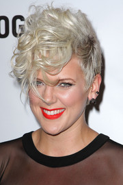 Betty Who gave us punk vibes with this messy cut at the NewNowNext Awards.