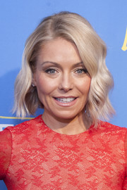 Kelly Ripa looked darling with her short wavy 'do at the Logo TV Fire Island premiere party.