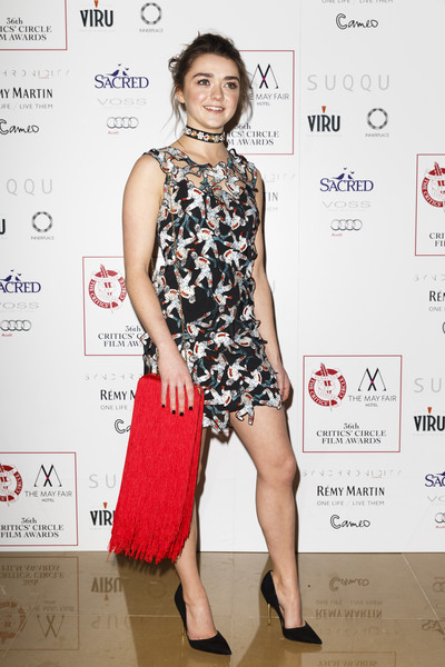 Maisie Williams finished off her funky ensemble with a majorly fringed chain-strap bag.