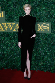 Elizabeth Debicki kept it classy in a high-neck black velvet dress by Giorgio Armani at the London Evening Standard Theatre Awards.