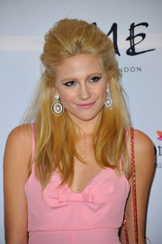 Pixie Lott went for an edgy retro vibe with this teased half-up 'do when she attended the London Global Gift Gala.