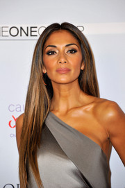 Nicole Scherzinger looked heart-stoppingly gorgeous with her sleek straight center-parted 'do at the London Global Gift Gala.