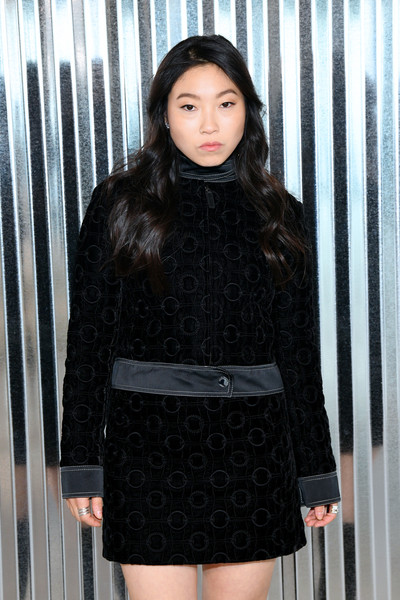 Awkwafina completed her outfit with a matching mini skirt.