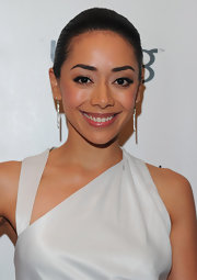 Aimee Garcia wore neutral and shimmering warm pink shadow with lots of black liner and mascara at 'Los Angeles Confidential' magazine's mens' issue cover party.