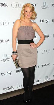 Carrie paired her patent leather pumps with a cool khaki colored cocktail dress.