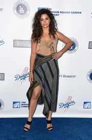 Camila Alves completed her ensemble with a pair of black broad-strap mules by Stuart Weitzman.