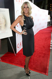 Tiziana Rocca chose a leather-trimmed LBD for the premiere of 'Cake.'