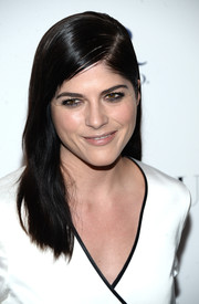 Selma Blair wore her tresses slicked down at the top and subtly wavy down the ends during the premiere of 'Mothers and Daughters.'