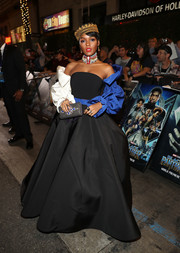 Janelle Monae styled her outfit with a beaded gray clutch by Heliopolis.