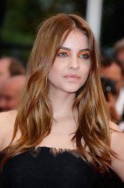 Barbara Palvin left her gorgeously shiny locks au nauturel as she attended the premiere of 'All is Lost.'