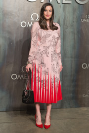For her arm candy, Liv Tyler went the edgy route with a studded and chain-embellished bag by Stella McCartney.