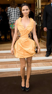 Thandie Newton paired her Spring 2009 dress with a cute box clutch.