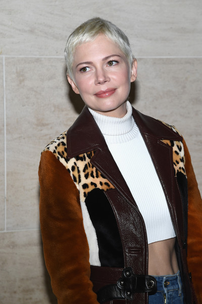 More Pics of Michelle Williams Classic Jeans (6 of 7) - Michelle Williams Lookbook - StyleBistro