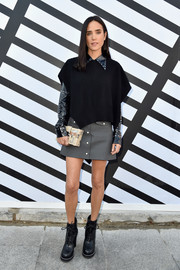 Jennifer Connelly wore a black poncho over a studded shirt, both by Louis Vuitton, when she attended the brand's Spring 2017 show.
