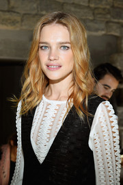 Natalia Vodianova showed off a sweet wavy hairstyle at the Louis Vuitton Spring 2018 show.