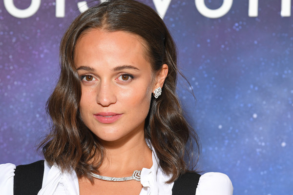 Alicia Vikander teamed her earrings with a matching diamond necklace.